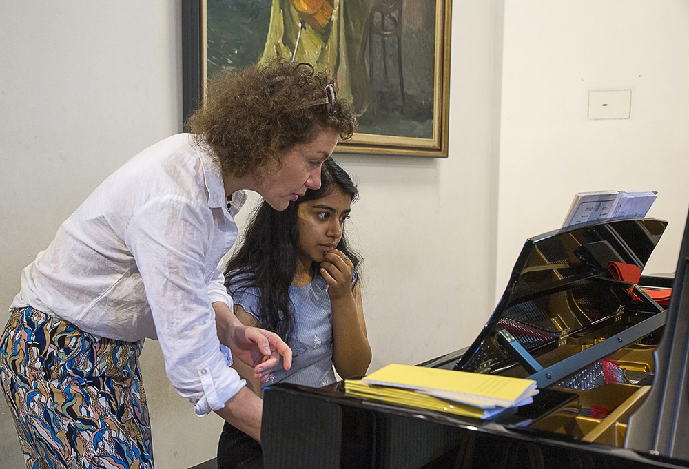 A 1 to 1 piano lesson with Helena Buckmayer